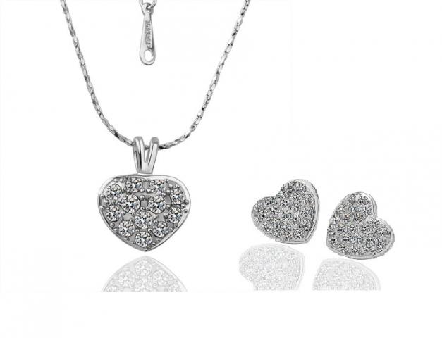 Серьги + подвеска на цепочке в форме сердечек - Комплекты...